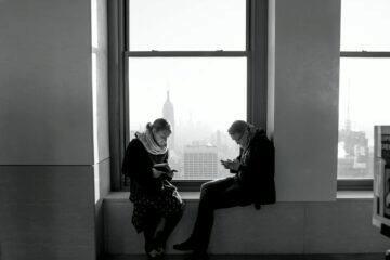 kontrolování mobilu partnerovi