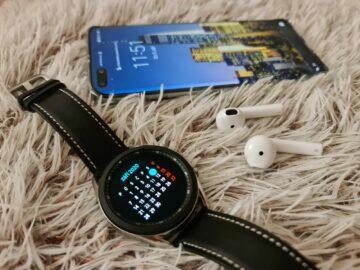 Samsung Galaxy Watch3 hodinky telefon sluchátka bok