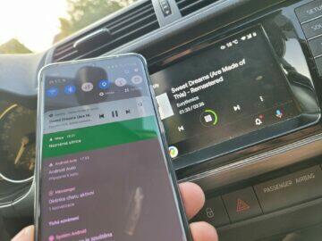 Jak v autě pouštět hudbu z mobilu Android Auto připojení