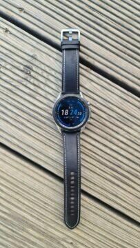 Samsung Galaxy Watch3 vertikální dřevo