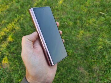 Samsung Galaxy Z Fold2 5G přední displej