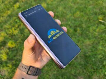 Samsung Galaxy Z Fold2 Svět Androida logo malý displej