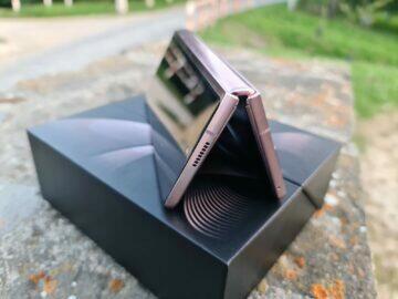 Samsung Galaxy Z Fold2 V horní rámeček