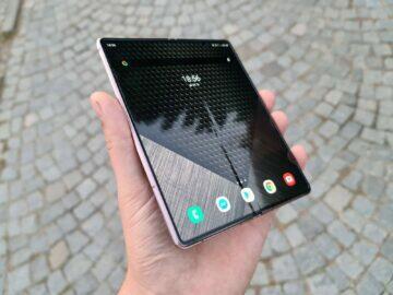 Samsung Galaxy Z Fold2 žlábek viditelný