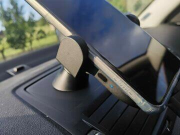 Xiaomi Mi 20W Wireless Car Charger s telefonem