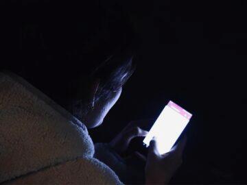 modré světlo mobil čtení v noci