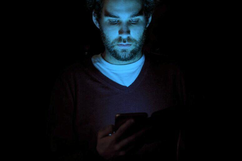 mobil modré světlo