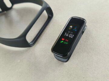 Samsung Galaxy Fit2 design tělo čelo řemínek