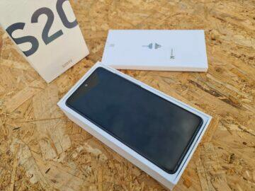 Samsung Galaxy S20 FE balení displej