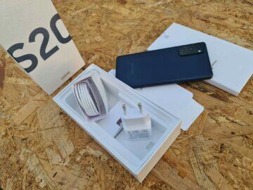 Samsung Galaxy S20 FE balení komplet