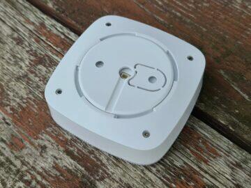 AJAX siréna tlačítko dveřní senzor siréna záda
