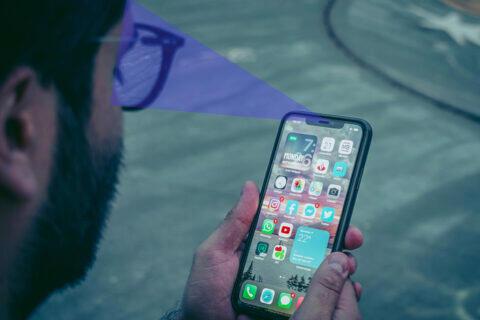 Senzor pod displejem podporuje odemykání obličejem