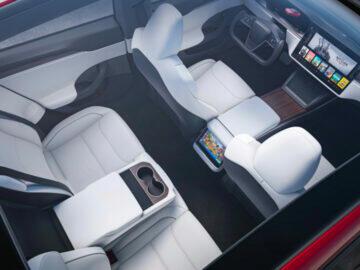 Tesla Model S Plaid Zaklínač