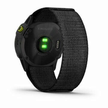 nové hodinky Garmin Enduro záda