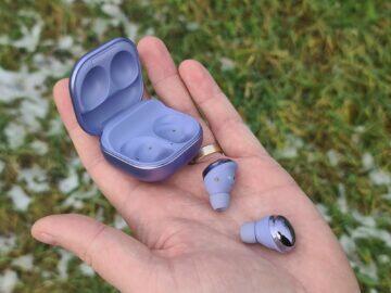 Samsung Galaxy Buds Pro sluchátka pouzdro ruka