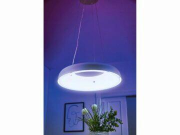 Závěsné LED svítidlo v pokoji