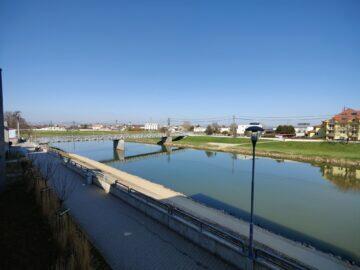 OnePlus 9 Pro ultraširokoúhlý řeka