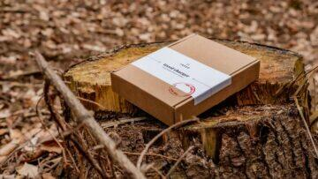 dřevěná bezdrátová nabíječka - baleni