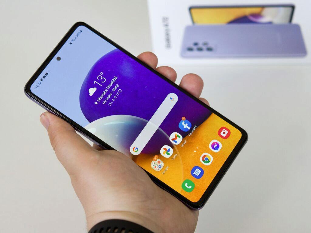 Samsung Galaxy A72 držení