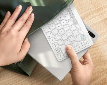 Chytrá klávesnice Samsung Trio 500 batoh