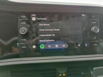 Android Auto dotykové hry hraní GearSnacks nabídka