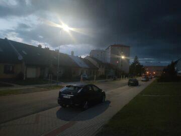 noční fotka Oppo Reno5 5G