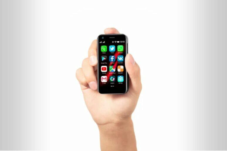 Mony Mint nejmenší 4G mobil Indiegogo