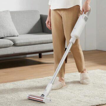 Ruční vysavač Xiaomi Mi Vacuum Cleaner Light koberec