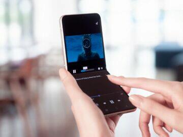 Samsung Galaxy Z Flip3 flex