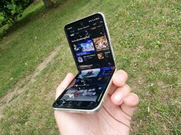 Samsung Galaxy Z Flip3 recenze displej v ruce ohnutý ohyb
