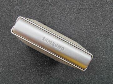 Samsung Galaxy Z Flip3 recenze pant 1