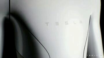 Tesla Bot Elon Musk robot asistent detail hruď