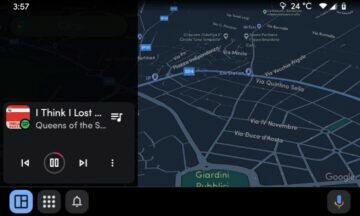 Android Auto nový spodní panel karta tmavá