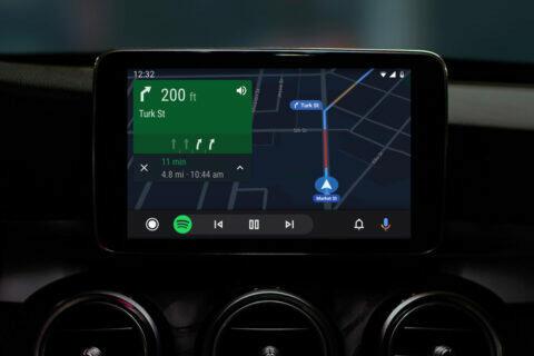 android auto polohové služby
