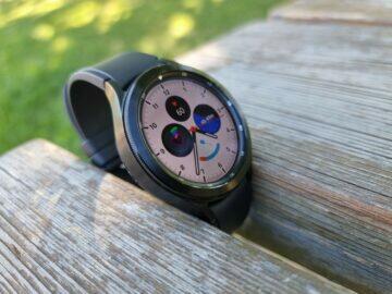 Samsung Galaxy Watch4 recenze ciferník bílá