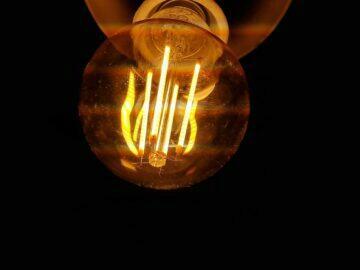 LED filament žárovky úsečky
